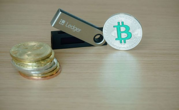 Waar bewaar je een hardware crypto wallet?